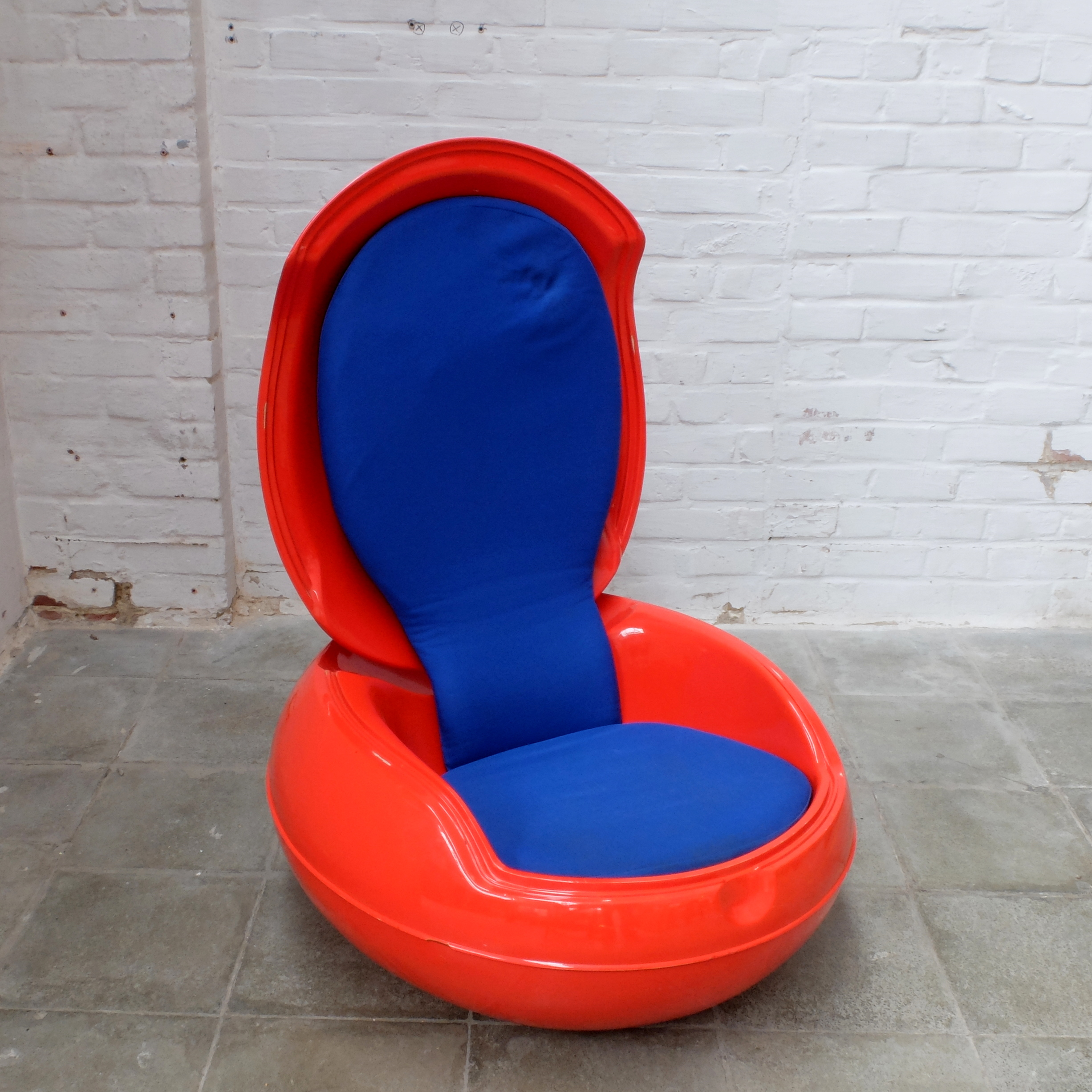 the garden egg chair by peter ghyczy 1968 bold design. Black Bedroom Furniture Sets. Home Design Ideas