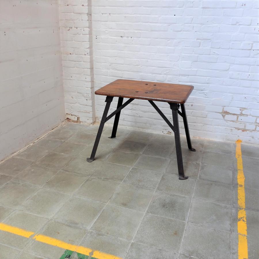 Industriele Tafel Klein.Kleine Industriele Tafel Bold Design