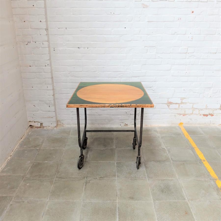 Vintage Industriele Tafel.Vintage Industriele Tafel Op Wieltjes Bold Design