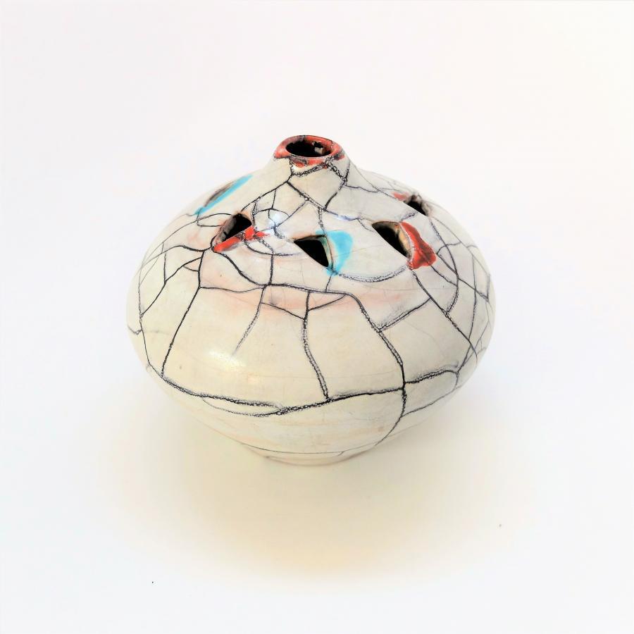 Eva Bód vaas | Oost-Europees design | by BOLD
